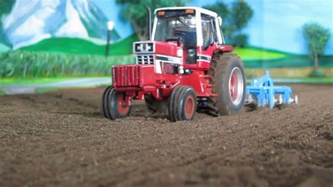 RC TRACTOR FARM ADVENTURES -A nice classic IHC tractor