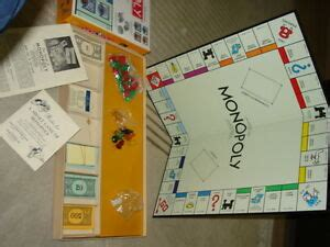 RARE PARKER BROTHERS MONOPOLY COLLECTOR YELLOW 1951? Board