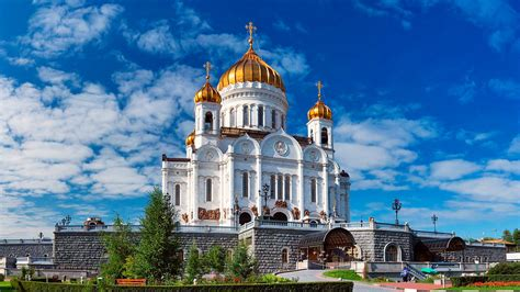 How did Moscow's main cathedral survive communism and