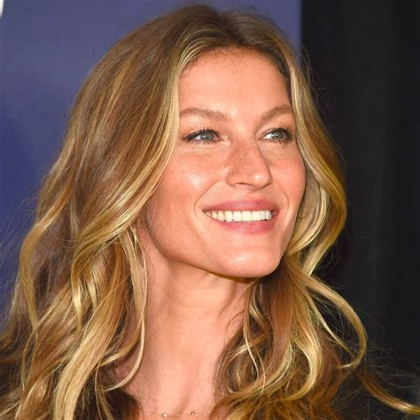 Gisele Bündchen Wiki-Biography-Age-Height-Weight-Profile