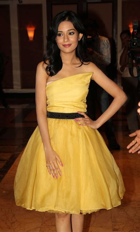 High Quality Bollywood Celebrity Pictures: Amrita Rao
